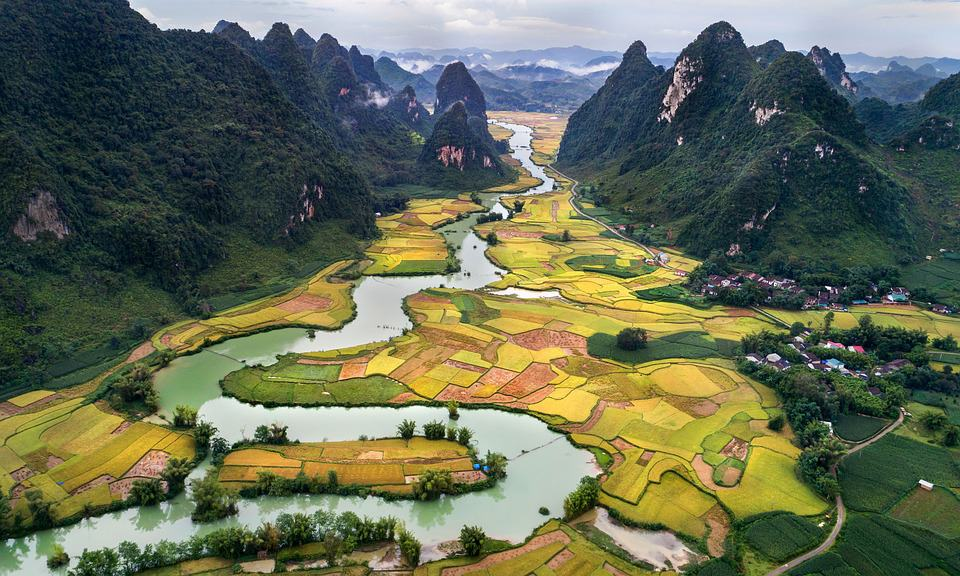 Vietnam is a beautiful country.