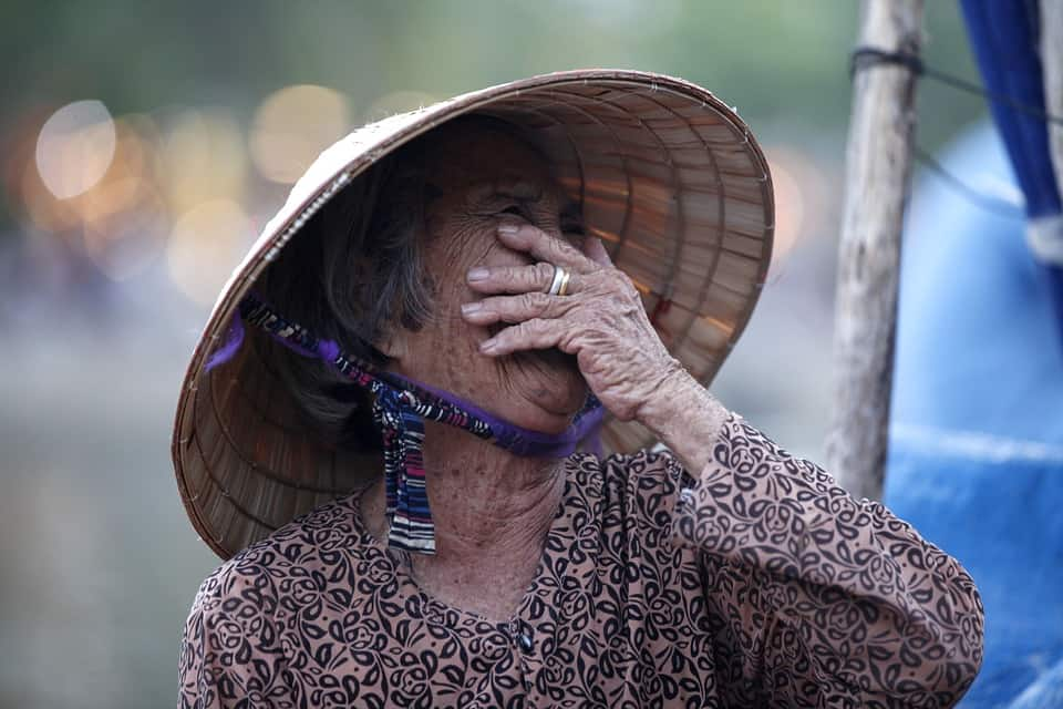 A lady covers her eyes when hearing a nomad try to speak Vietnamese.